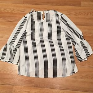 🤩3/$25 Cute Black and White Striped Top